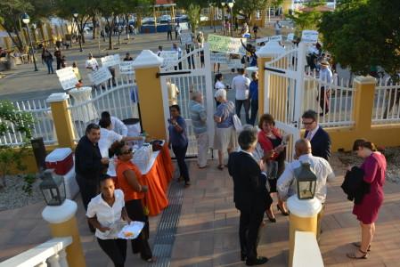Evaluatiecommissie in gesprek met Bonairianen - foto: Extra Bonaire