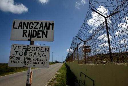 Immigratie zet Colombiaanse jongen na 13 jaar verblijf uit  | Foto Persbureau Curacao