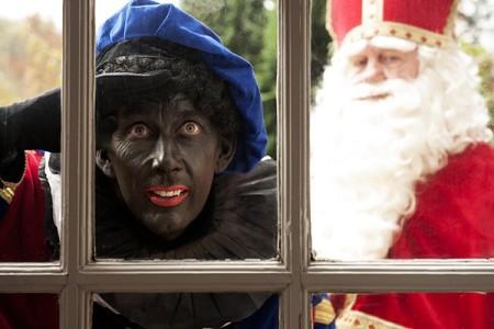 Het is de bedoeling dat de undercover-agenten opgaan in het gewone gevolg van Sinterklaas - Foto |  ANP