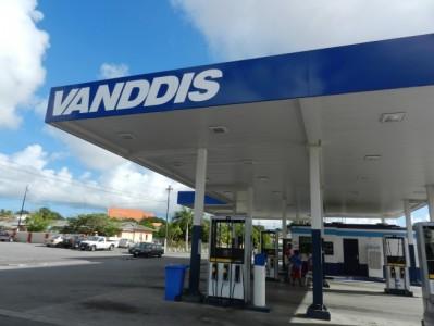 Benzineprijs fors omlaag | Foto Persbureau Curacao