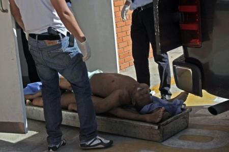 Met drie op een baar: volgens Venezuelan Prisons Watch waren de gedetineerden onder meer de overbevolking zat © Belga