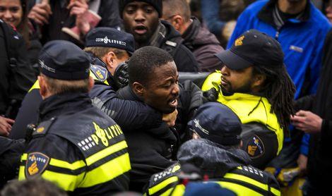 60 arrestaties bij intocht Sinterklaas in Gouda