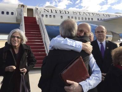 De Amerikaanse hulpverlener Alan Gross is na vijf jaar gevangenschap in Cuba terug op Amerikaanse bodem | Foto ©REUTERS