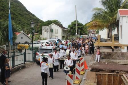 Saba Dag mars door The Bottom - foto: Hazel Durand