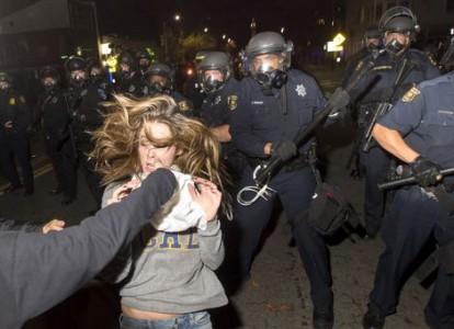 Arrestaties bij gewelddadige protesten VS   Foto: REUTERS