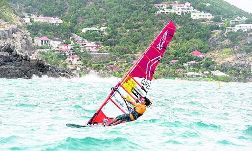 Curacaose surfer Aron Etmon succesvol in St. Barth