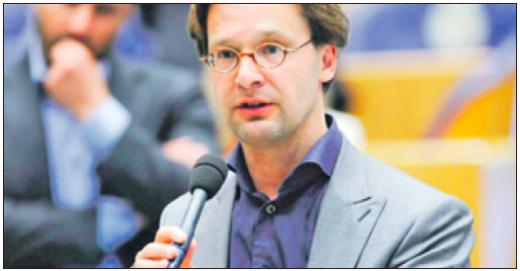 Tweede Kamerlid Ronald van Raak (foto) begrijpt niet waarom Plasterk zich geen zorgen maakt over de verdwijning van vertrouwelijke documenten bij de VDC.