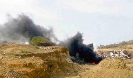 De afvalhopen op Koraal Tabak smeulen vaak door, en ditmaal was er sprake van brand.