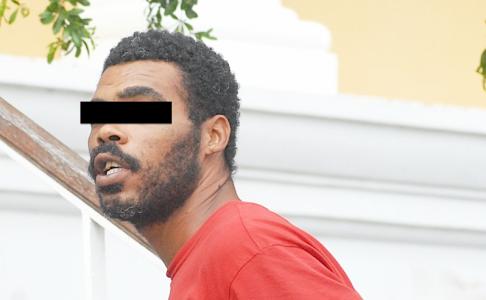 NLS bendelid Michael Leesly vrijgesproken van brandstichting boot 'Pretu' | Foto Persbureau Curacao