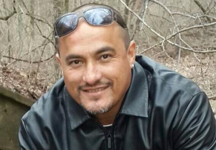 De 42-jarige Arubaan Mitch Henriquez overleed zondag na een hardhandige aanhouding in Den Haag | foto: Facebook