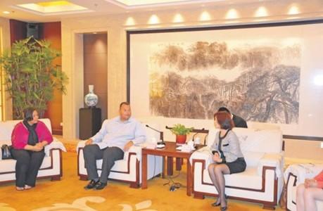 Premier Asjes met zijn vrouw Tara Prins in China.  | FOTO REGERING CURAÇAO