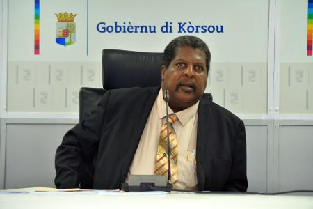 (Interim) premier Ben Whiteman doet zijn best | Foto Persbureau Curacao