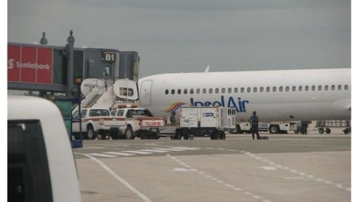 Insel Air flight from St. Maarten to Santo Domingo, made an emergency landing Wednesday afternoon in the Dominican Republic   Foto 721 News