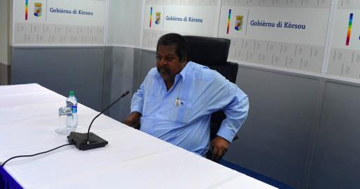Ben Whiteman op de persconferentie   Foto Persbureau Curacao