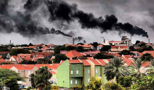 De raffinaderij braakt weer giftige stof uit