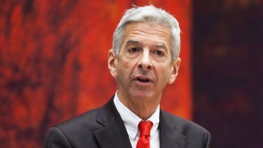 Minister Ronald Plasterk van Binnenlandse Zaken en Koninkrijksrelaties