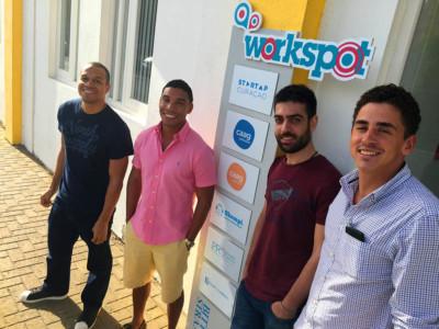 Vluchteling Aktham Abu Fakher (2e van rechts) | Persbureau Curacao