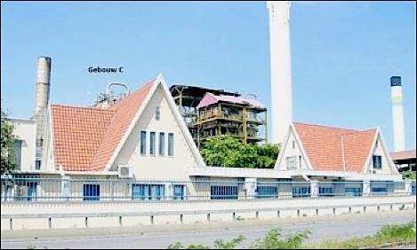 De twee villa's die van de sloophamer gered moeten worden.