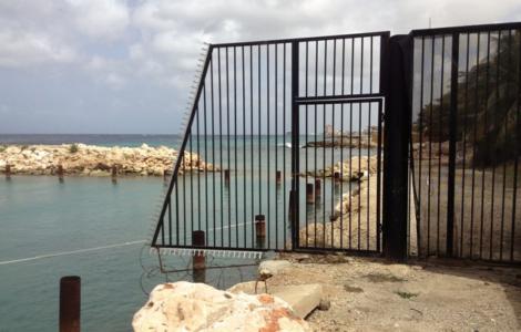 Het ijzeren hek moet nog weggehaald worden | Foto Deya Mensche