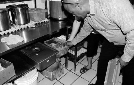 Keukenpolitie chinese toko | Foto Extra.