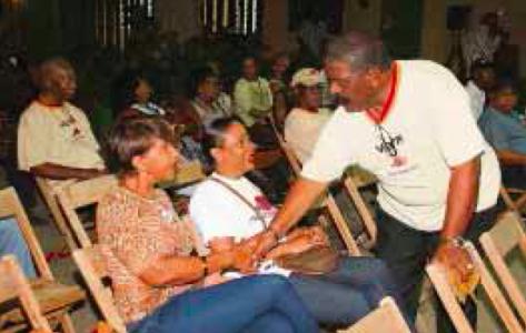 Partijleider Jaime Cordoba groette iedereen die gisteren was komen opdagen. | Edsel Sambo