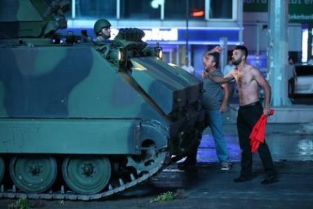 Bijna 3000 coupplegers gearresteerd, 265 doden