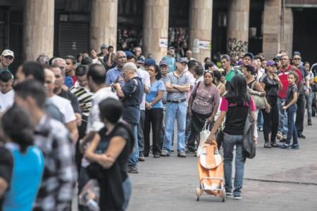 Venezuela rijen voor de supermarkt | Blooomberg