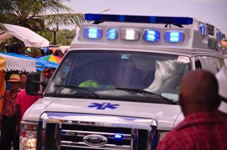 Uiteindelijk moest de man zelf naar het ziekenhuis worden gebracht, met een ambulance