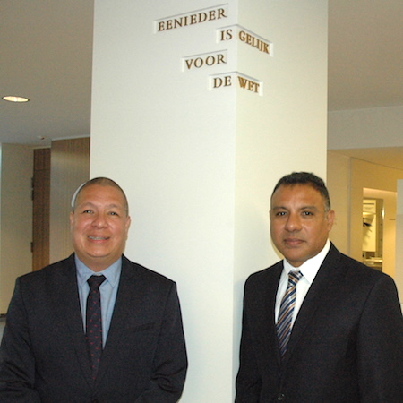 De Arubaanse advocaten Andin Bikker en Lincoln Gomez | Foto: Pieter Hofmann