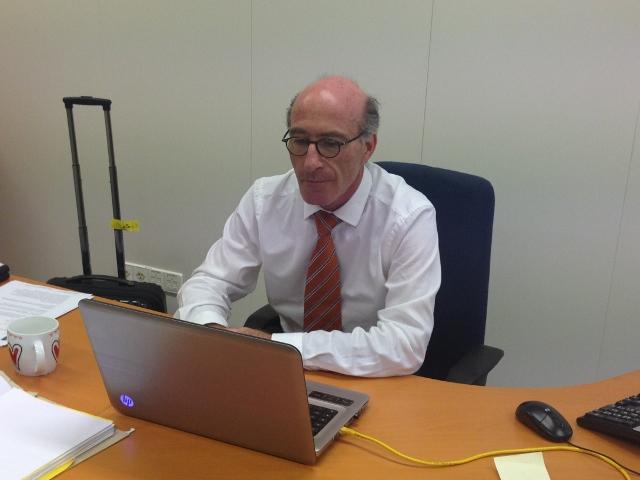 Inspecteur Gersji Rodrigues Pereira op zijn kantoor - foto: Leoni Leidel-Schenk