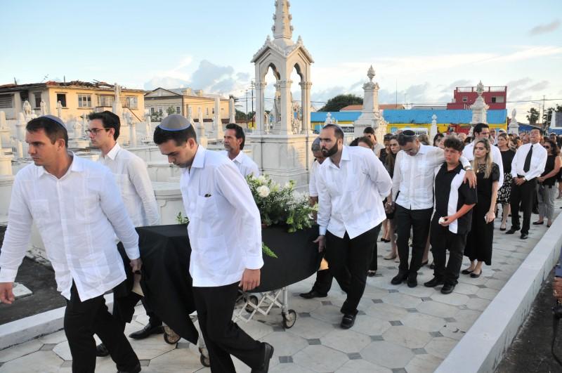 MCB - Lionel 'Paps' Capriles | Antilliaans Dagblad