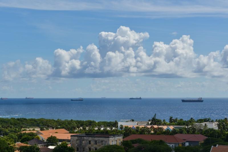 tankers-olie-kust-foto-antilliaans-dagblad