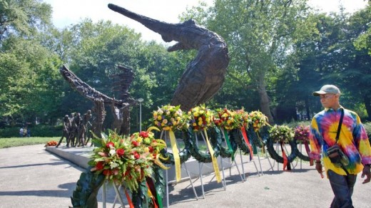 Het Nationaal Monument Nederlands Slavernijverleden na de herdenking in 2007