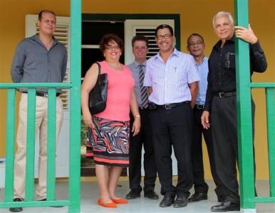 De belangrijkste werkzaamheden aan het landhuis zijn afgerond, daarom leidde managing director van CAH, Maurice Adriaens de RvC rond om het landhuis te bezichtigen.  FOTO CAH