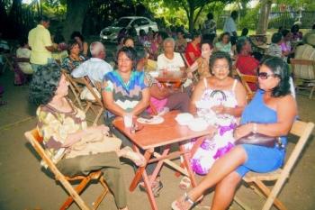 In het kader van de Dag van de Gepensioneerde worden er tal van vieringen gehouden. Zo was er vanochtend in Hòfi Biesheuvel een speciale bijeenkomst voor gepensioneerden.  In de loop van de dag zullen onder meer spaar- en kredietvereniging ACU en de Stichting Karchi 60 + een bijeenkomsten voor gepensioneerden organiseren. Op de foto een impressie van het feest in Hòfi Biesheuvel.