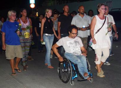 PFM | Stille tocht op Bonaire voor doodgeschoten politieagent