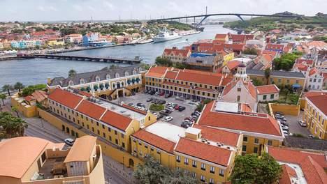 Trouw   Waarom lag Curaçao een dag plat?