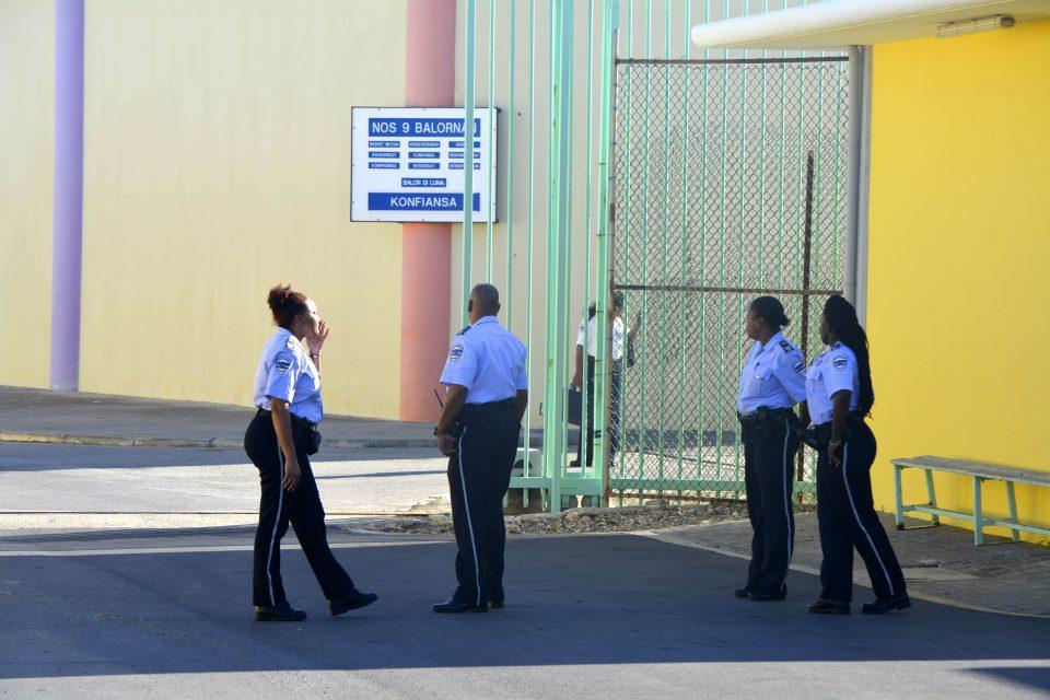 CuracaoNieuws   Gevangenis personeel stelt ultimatum minister
