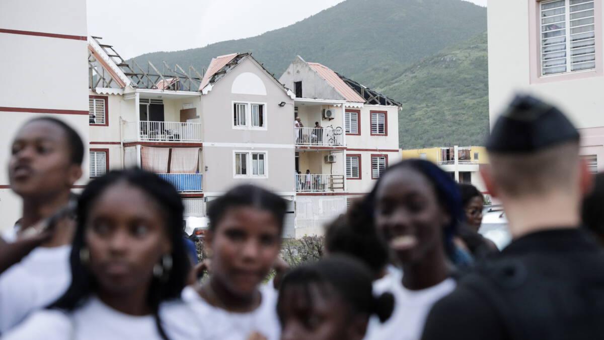 NOS   Sint-Maarten vangt toeristen op uit onrustig Frans gedeelte