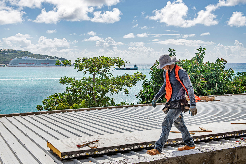 Volkskrant | Wederopbouw Sint Maarten vrijwel stilgevallen