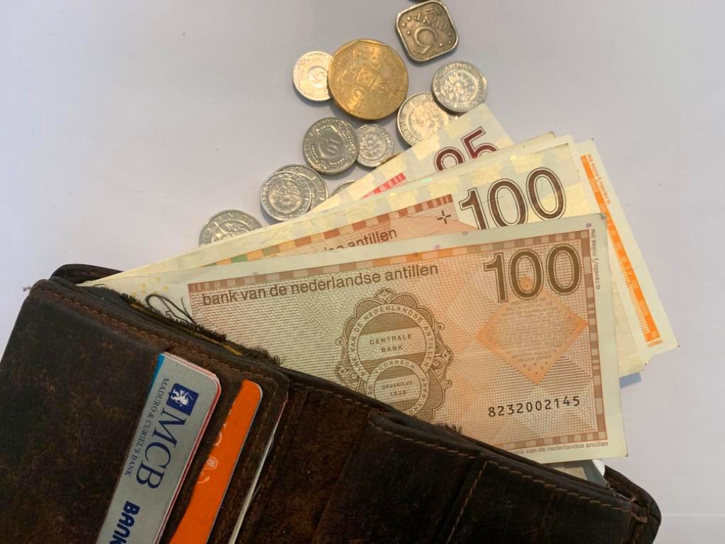 Curacao.nu   Politie: ga niet met geld over straat