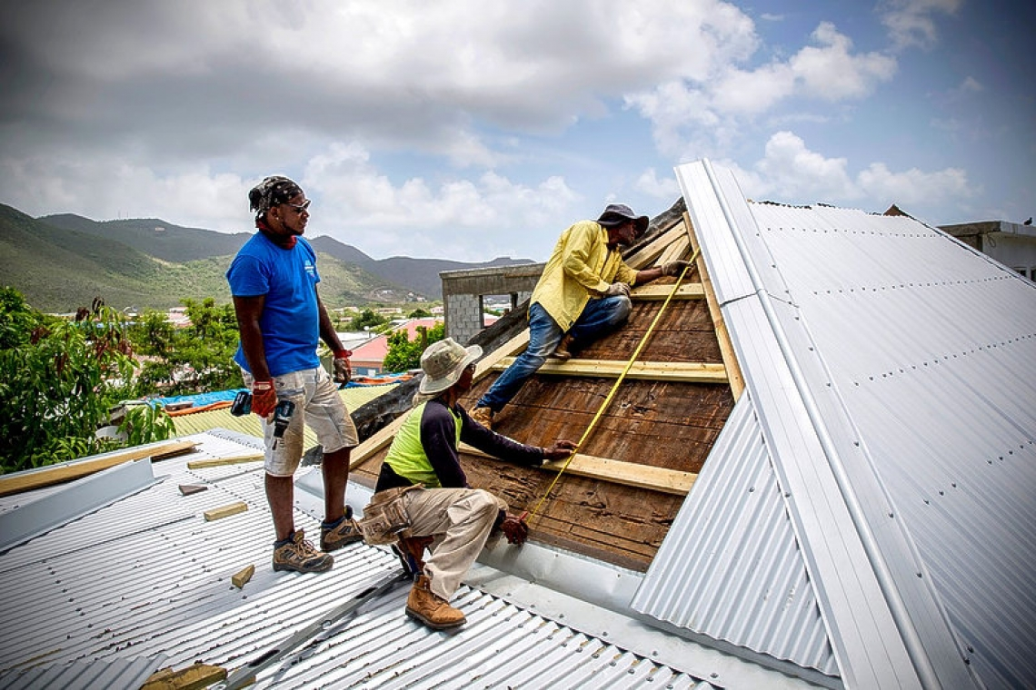 DH | Red Cross continues with St. Maarten roof repairs