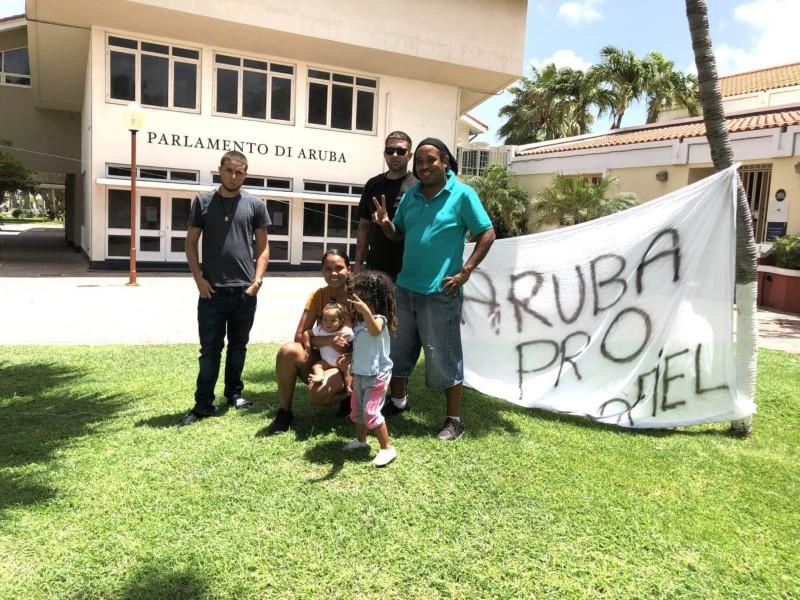 Antilliaans Dagblad   Protest tegen misbruik kinderen