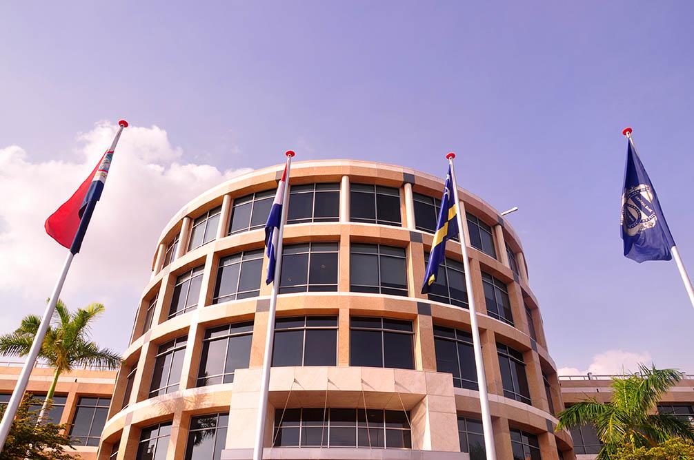 DolfijnFM   Centrale Bank mag info delen met Nederland na toestemming