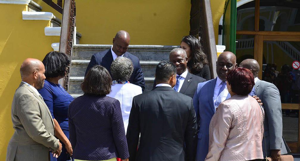Curacao.nu | Ministers Curaçao krijgen er op jaarbasis bijna 22.000 gulden bij