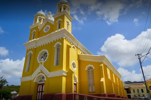 DolfijnFM   Maastrichtse parochies helpen Santa Famia