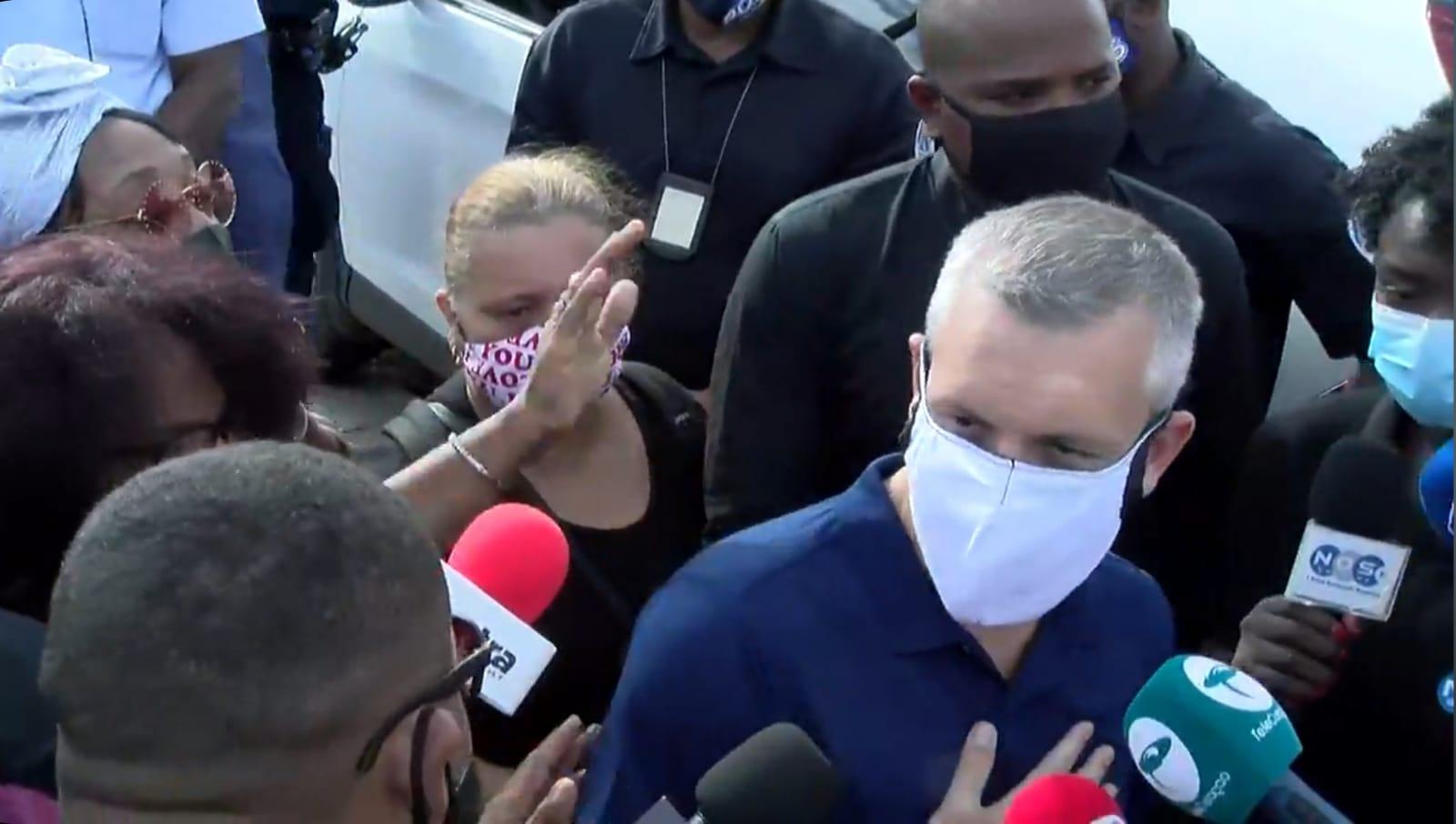 ParadiseFM | Oud-premier Curaçao Gerrit Schotte verlaat gevangenis