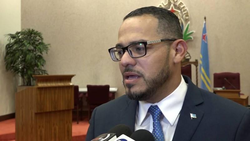 DolfijnFM | Aruba: minister Croes blijft vastzitten