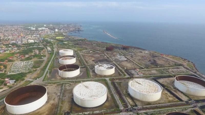 AD   Veertig gegadigden voor opslagtanks Aruba