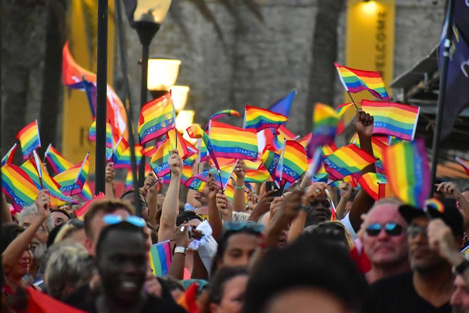 NTR   Steun en protest tijdens viering Internationale Pride Maand op Curaçao